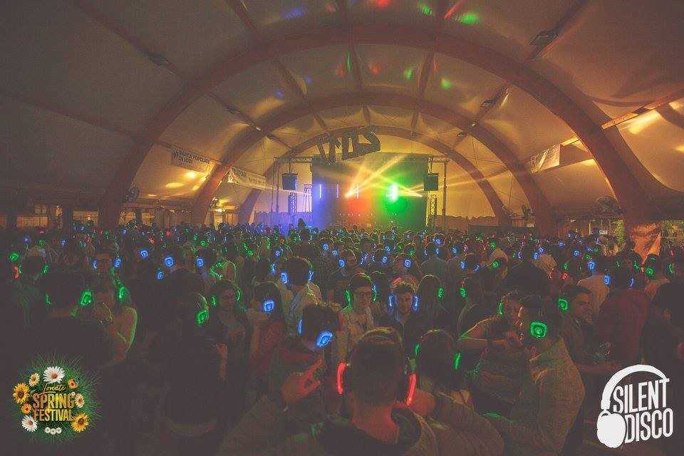 silent_disco_lonate_spring_festival